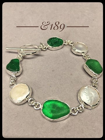 Emerald seaglass and coin pearls bracelet