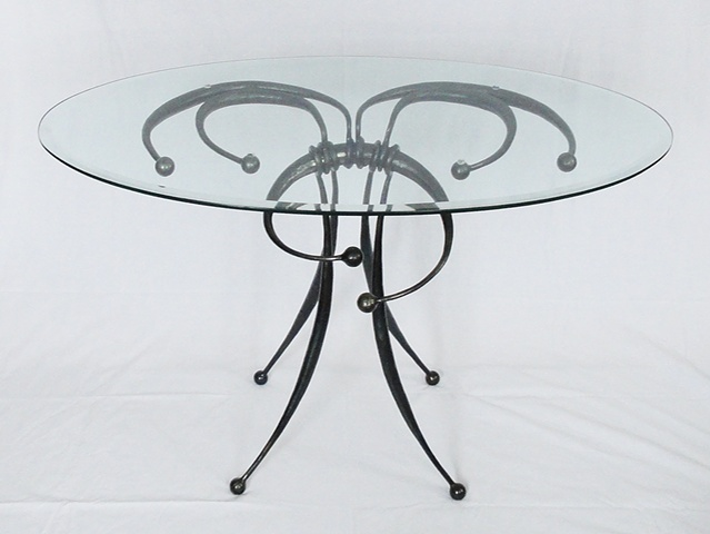 Balls and Sticks Table