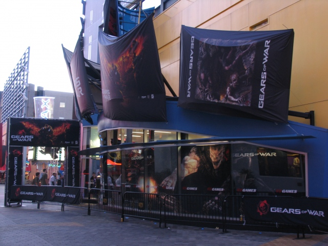 Gears of War - Side of the Store