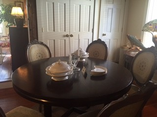 Round Dining Table with 6 Fabulous Chairs