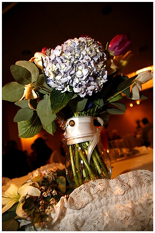 BRIDE'S FLOWERS & MOM'S PIN
