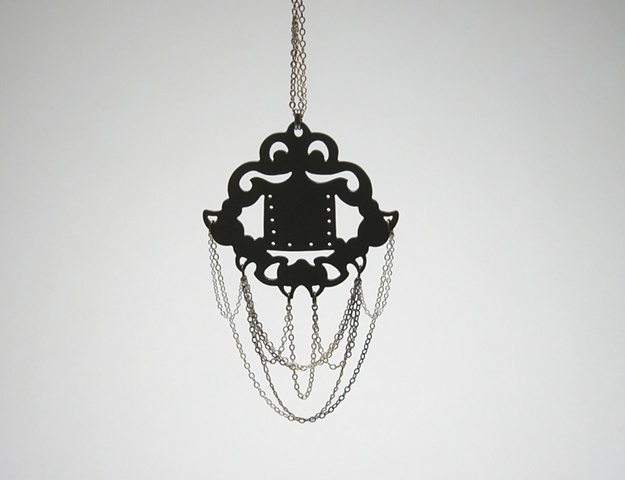 Decorative Pendant w Chain - LGNK011