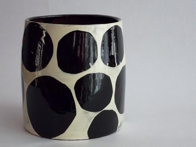 797. black dot vase