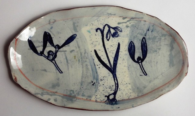 718. blue flower dish