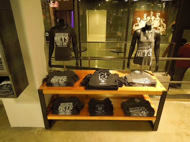 Display Table for Nets Store