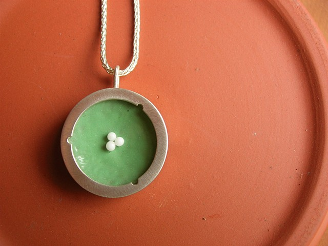 pendant cell stem enamel glass green