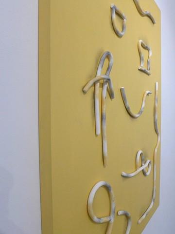 Les signes (jaune) 70 x 100 cm Argile, graphite, crayon et acrylique sur bois