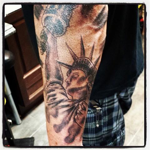 statue of liberty tattoo by tatupaul.com