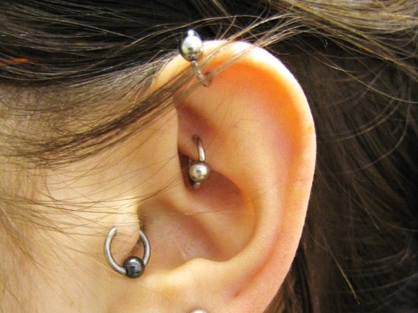 anti tragus piercing by tatupaul