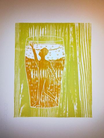 Kjempeglad i øl.