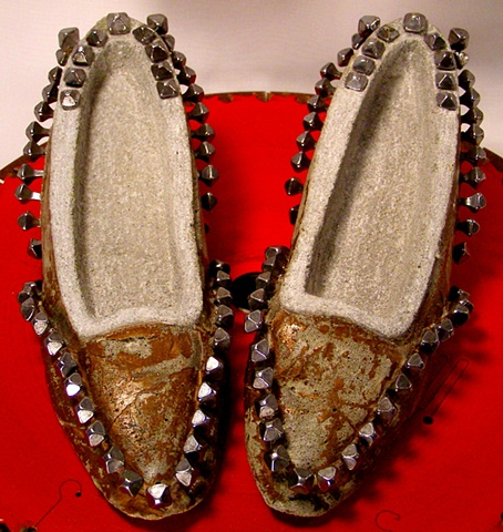 Mud-Nail Texture-Driven Lady Low Heeled Shoes.