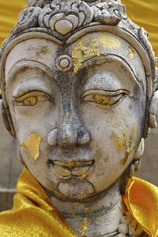 Gold Leaf on a Buddha Statue, Wat Phra The Chom Kitti, Chiang Saen, Tailand