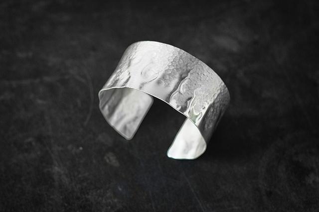Small half-Hammered Cuff