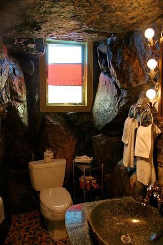 Madonna Inn, Gypsy Rock Waterfall bathroom