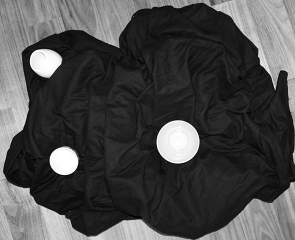 Cloth/Cups (black&white)