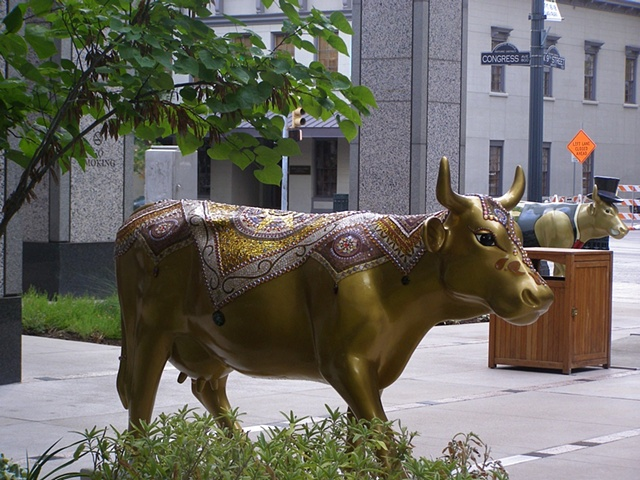 Cow parade Austin mosaic cow gold public art