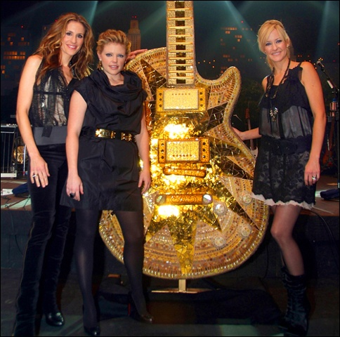 GuitarTown Austin Gibson ten foot guitar mosaic gold Dixie Chicks