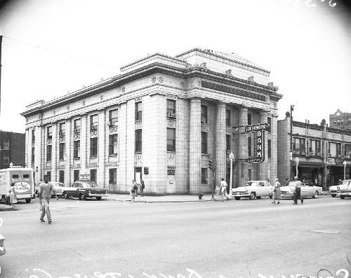 Southmoor Bank & Trust (source: Flickr/WayOutWardell)