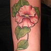 Tatouage fleur sur avant bras
