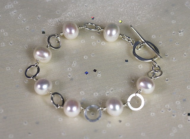 pearl linked to hammered open circles beacelet