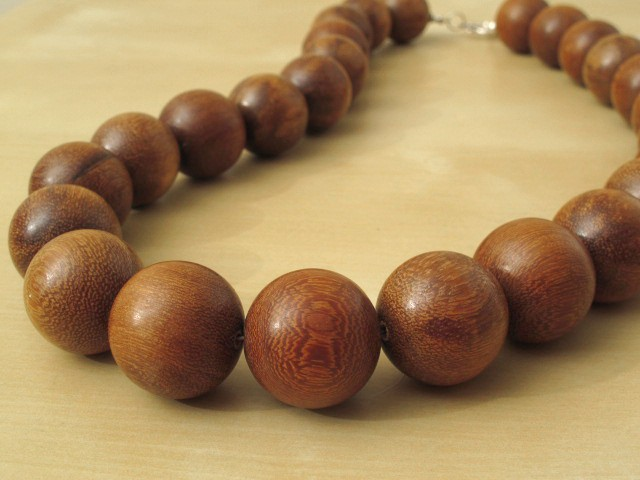 Madre de Cacao Wood Necklace