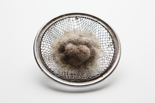 Nest 1, brooch by Sara Owens