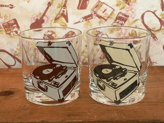 glass tumbler screen printed by hand with image of vinyl record player