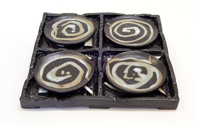 Black & White Abstract Tray w/ Plates