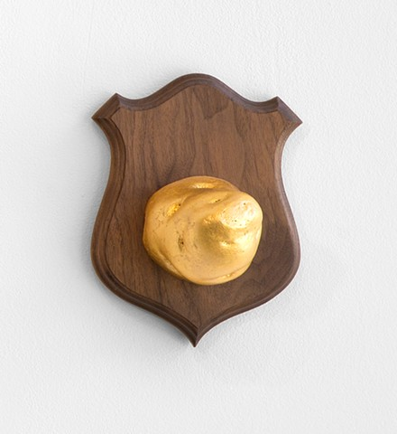 trophy gold leaf potato wall mount animal head casting lik-wood walnut