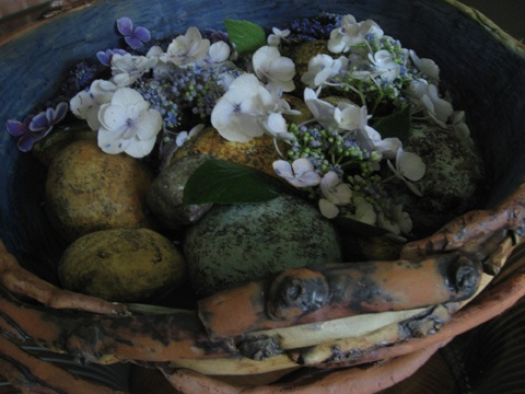 The stone bath looks beautiful with flowers in the water. Here I added fresh hydrangeas to float among the stones.