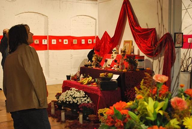 Dead End II, visitors at altar