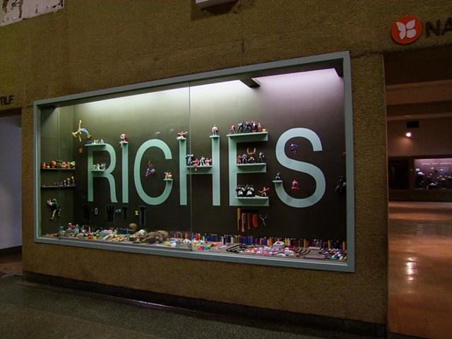 Land of Riches (RICHES vitrine detail)