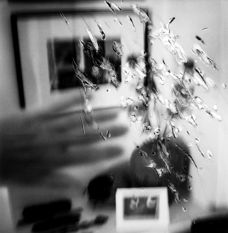 Hands image lV