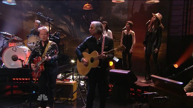 Peter Buck playing a PW/Rickenbacker 700S/12 on the Jay Leno Show  #002