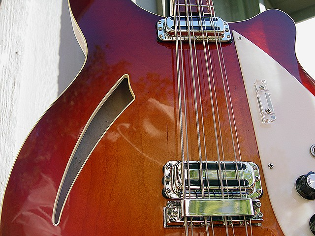 Rickenbacker Double-Bound Fireglo 4005/8--Detail of Front