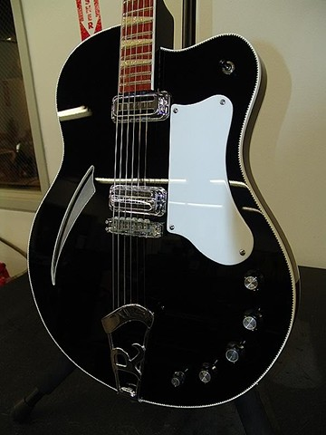 Rickenbacker 360F in Jet-Finished Body Detail