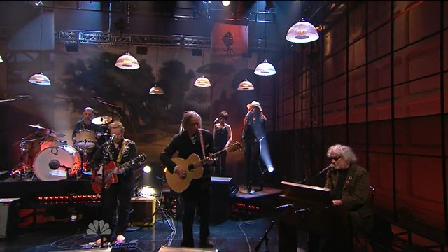 Peter Buck playing a PW/Rickenbacker 700S/12 on the Jay Leno Show