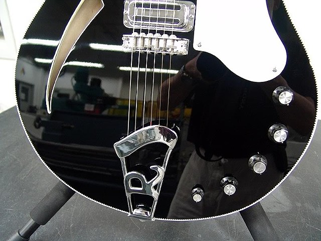 Rickenbacker 360F in Jet-Detail of Lower Body