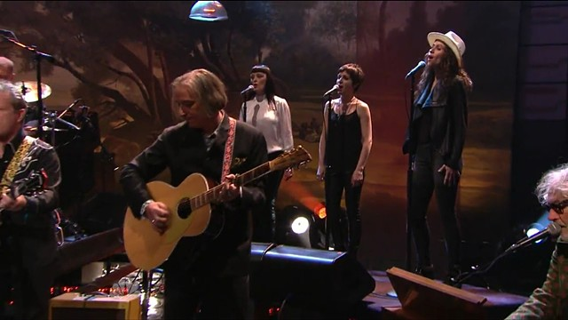 Peter Buck playing a PW/Rickenbacker 700S/12 on the Jay Leno Show  #005