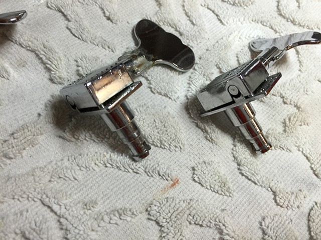 THESE GROVER TUNERS NEED REBUILDING!