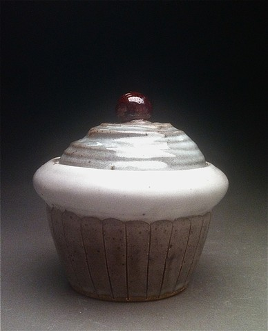 Cupcake lidded jar