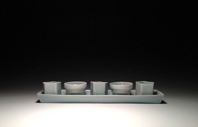 tray of 5 blue porcelain slip cast sake cups