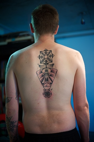 geometric back in dot work
