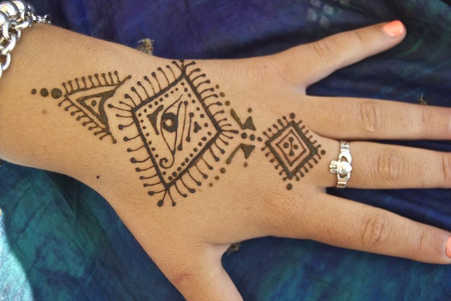 Henna Hand design- the Watchful Eye-Moroccan style