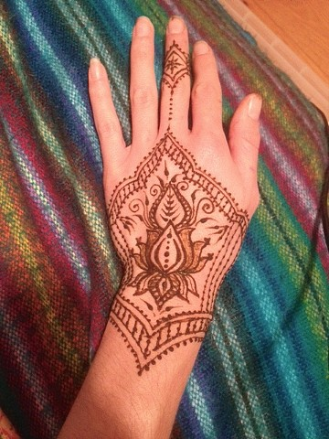 Henna Hand, Lotus Lace