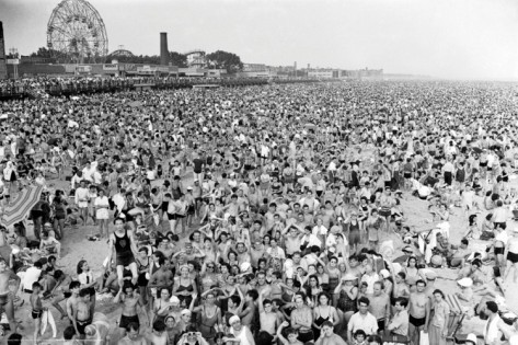 "Coney Island by Weegee compared to ""Leasure at the Shore"" at http://rvmann.com/artwork/2508539_Leisure_At_The_Shore.html"