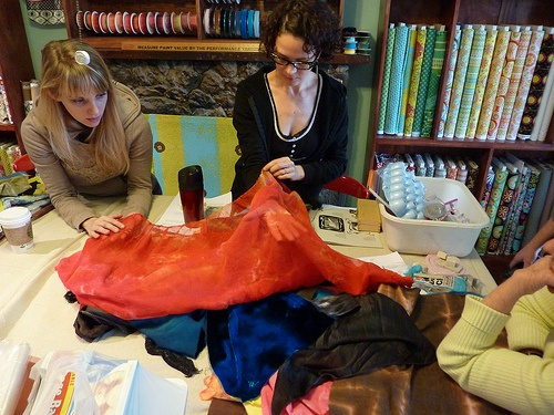 discussing dyed fabric