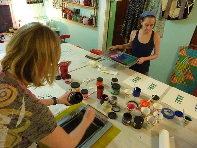 In our fourth class, Adventures In Screenprinting students experiment with an array of paint and ink for fabric and paper.
