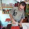 Edmo printing a tee.