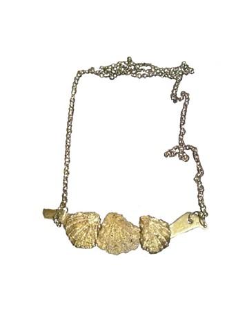 gold three tiny shell necklace